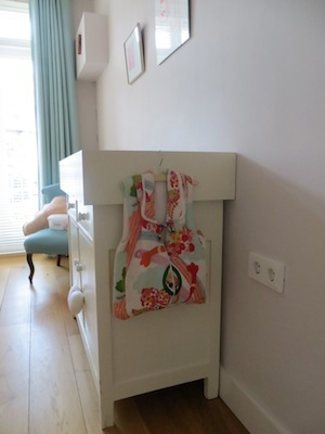 Commode details 2