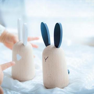 Mooi kraamcadeau de Kiko + Usagi rabbit friends, een prachtige set tuimelaars.