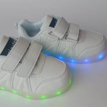Opvallen! Met deze lichtgevende sneakers van Celestialfootwear via Omoda