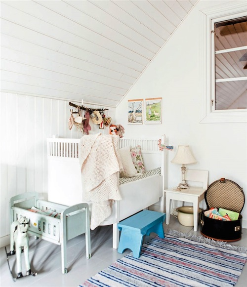 http://petitandsmall.com/attic-vintage-girls-room/