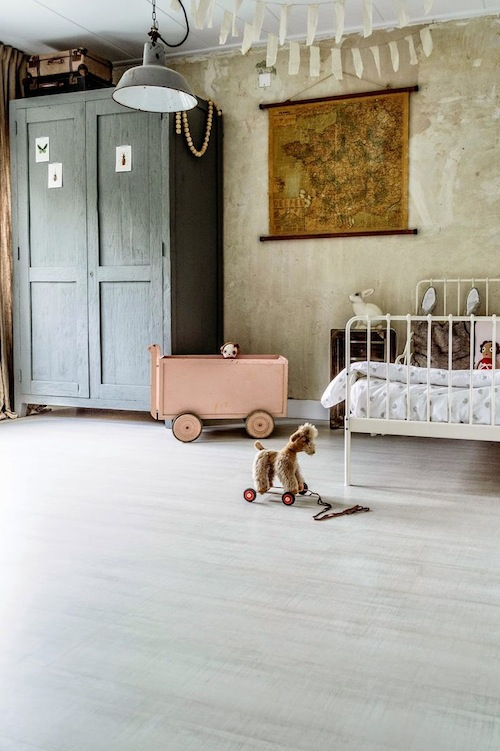 Kidsrooms with woodenfloor