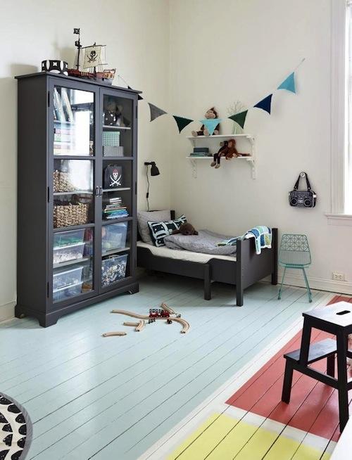Kidsrooms with woodenfloor