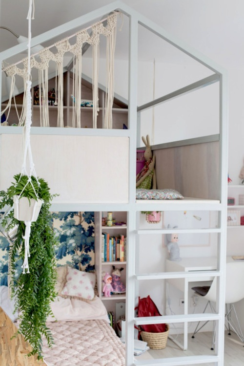 http::petitandsmall.com:a-creative-and-playful-girls-room: