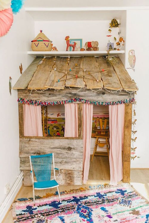 petitandsmall.com:rustic-playhouse-kids-room: