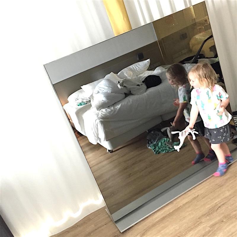 Grote TV in onze hotelkamer