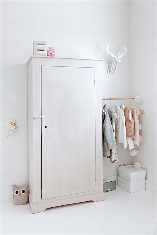 de-leukste-manieren-om-kleding-op-te-hangen-in-de-kinderkamer-11