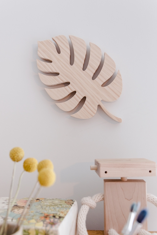 MONSTERA LEAF IN PINE BY LALA LOVES DÉCOR