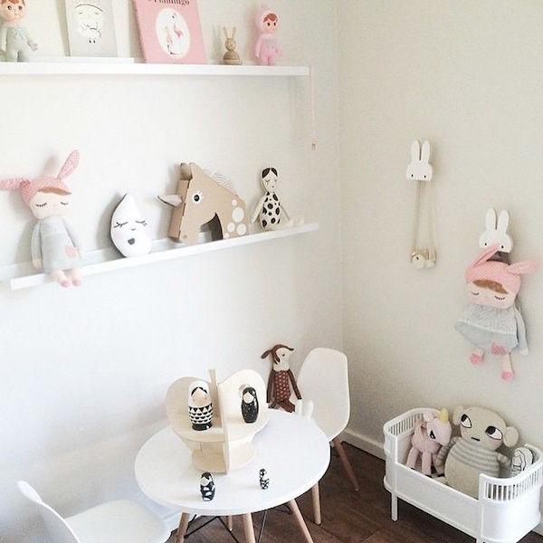 www.thelittleclub.es:ideas-para-decorar-las-estanterias-de-los-dormitorios-infantiles-y-no-morir-en-el-intento: