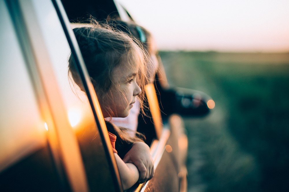 TIPS VOOR IN DE AUTO; ZO VOORKOM JE WAGENZIEKTE BIJ JE KINDEREN